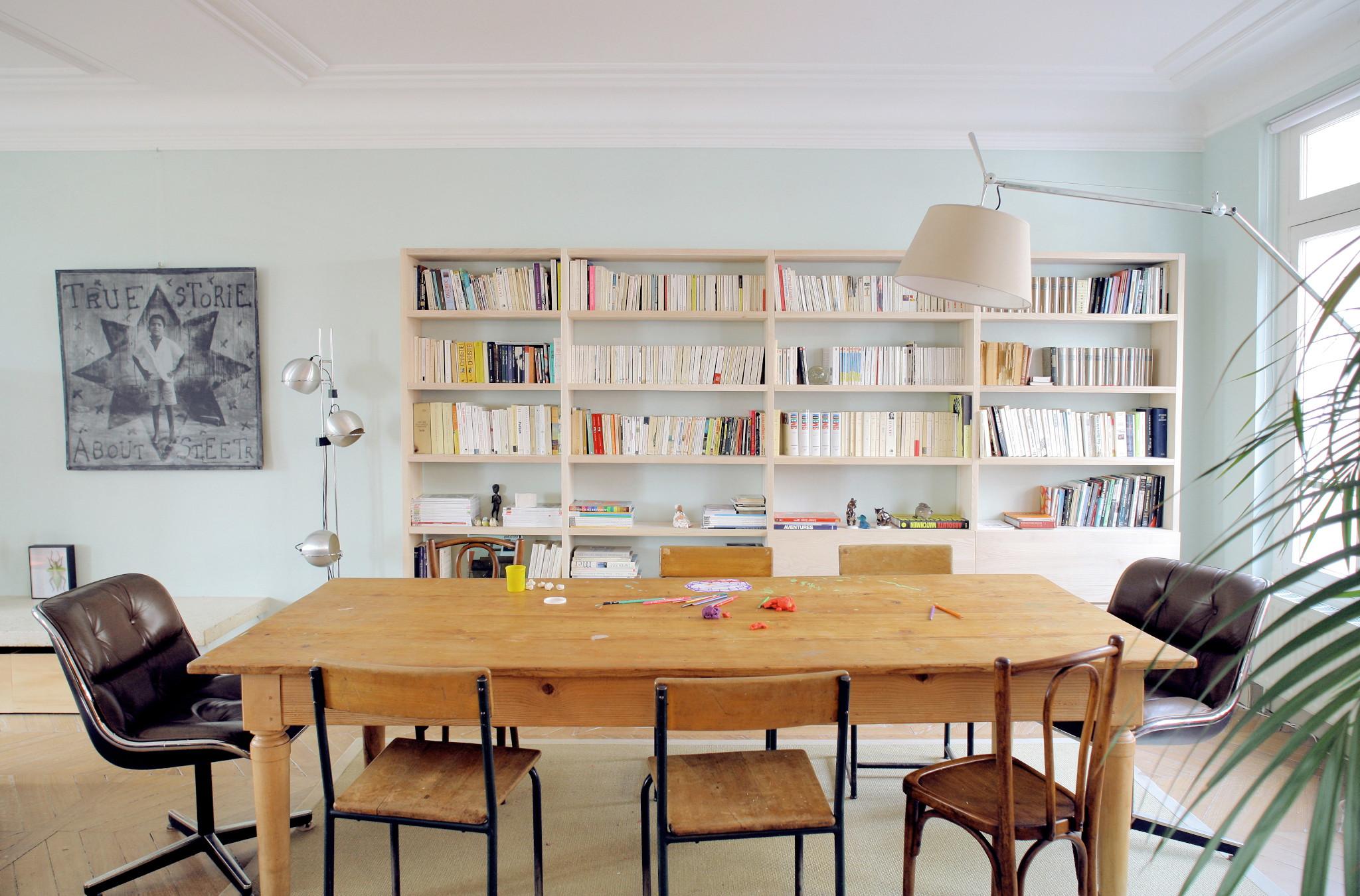Nonjetable-Bibliothèque-sur-Mesure-en-Frêne-Massif-pour-un-Salon