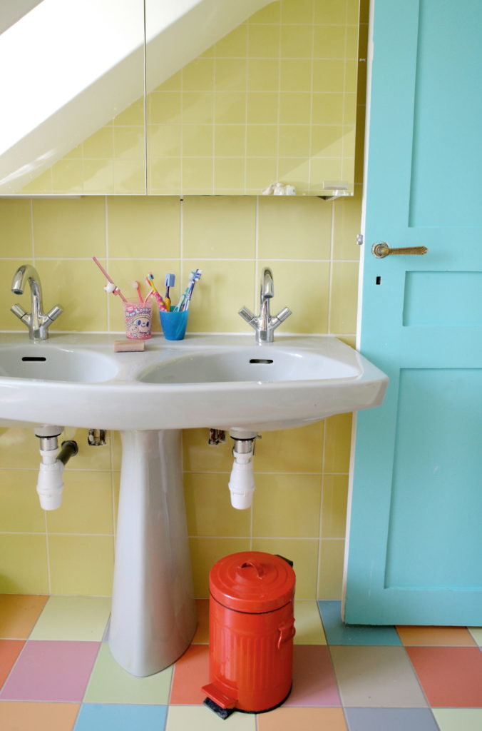 Nonjetable-Colourful-Childrens-Bathroom-02