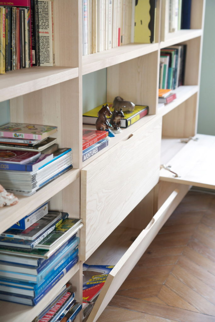 Nonjetable-Custom-Made-Solid-Ash-Library-for-a-Living-Room-Detail