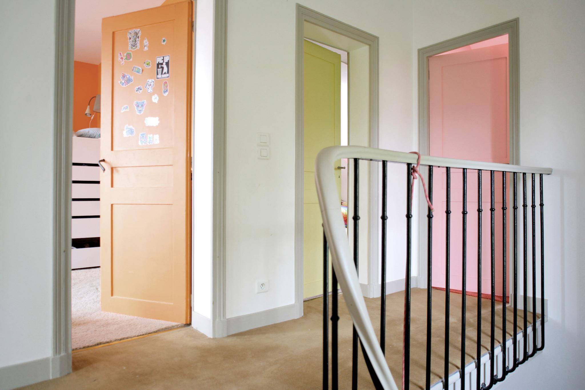 Nonjetable-Rénovation-de-Palier-Portes-des-Chambres-d'Enfant