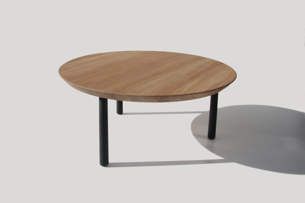Nonjetable-Round-Solid-Oak-Table-01