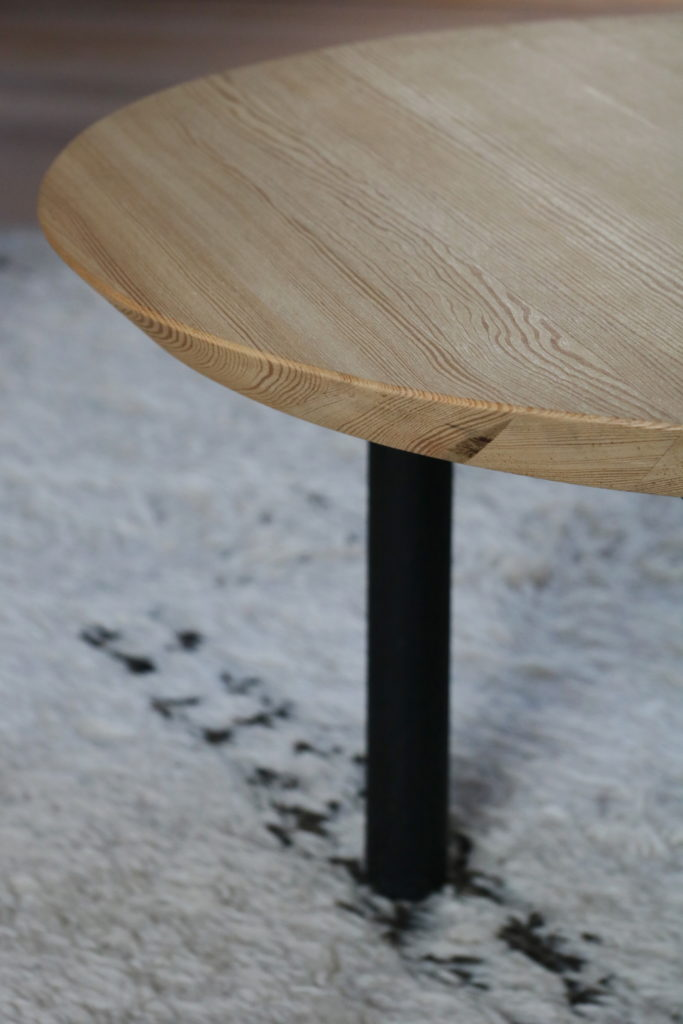 Nonjetable-Round-Solid-Pine-Table-Detail-Edge