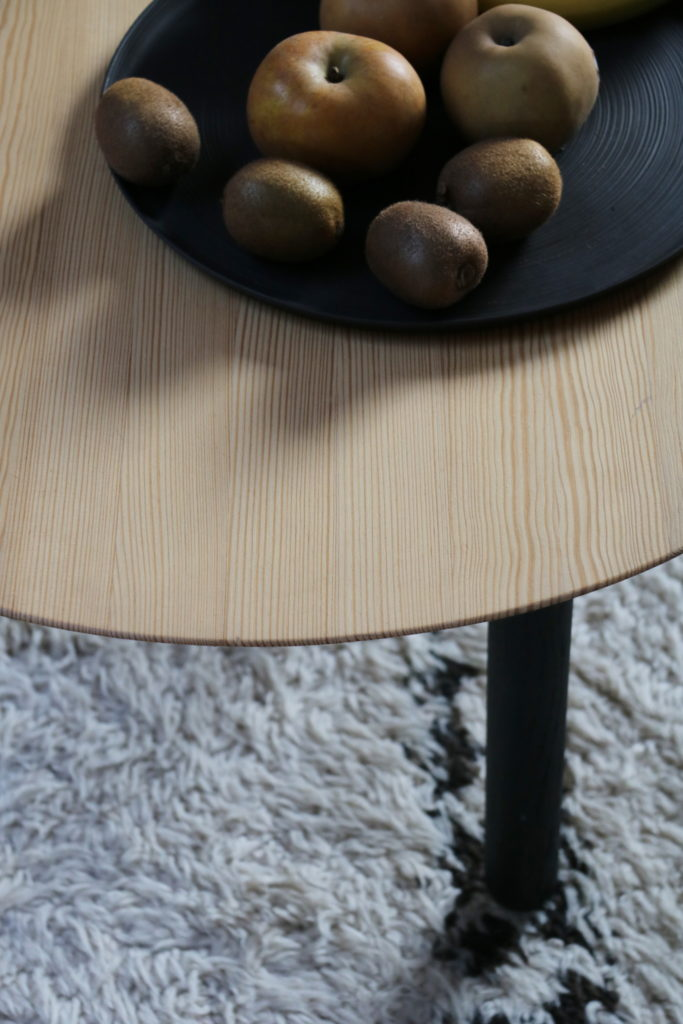 Nonjetable-Round-Solid-Pine-Table-Detail-Fruits