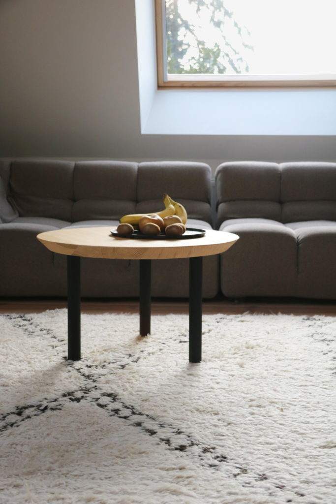 Nonjetable-Round-Solid-Pine-Table-in-Front-of-Sofa