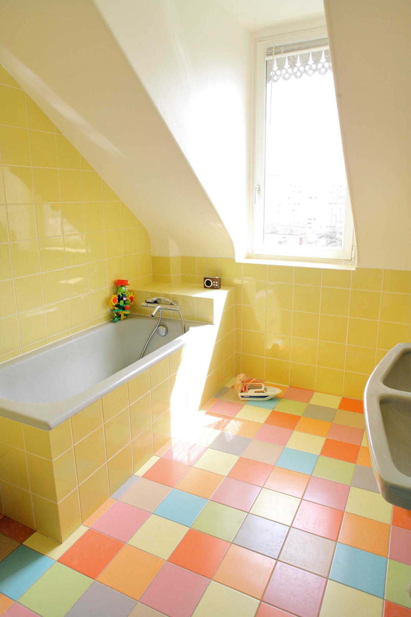Nonjetable-Salle-de-bains-d'Enfant-Multicolore-01