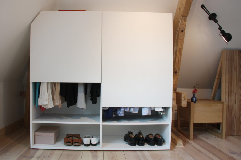 Nonjetable-Semi-Open-Closet-Under-the-Attic