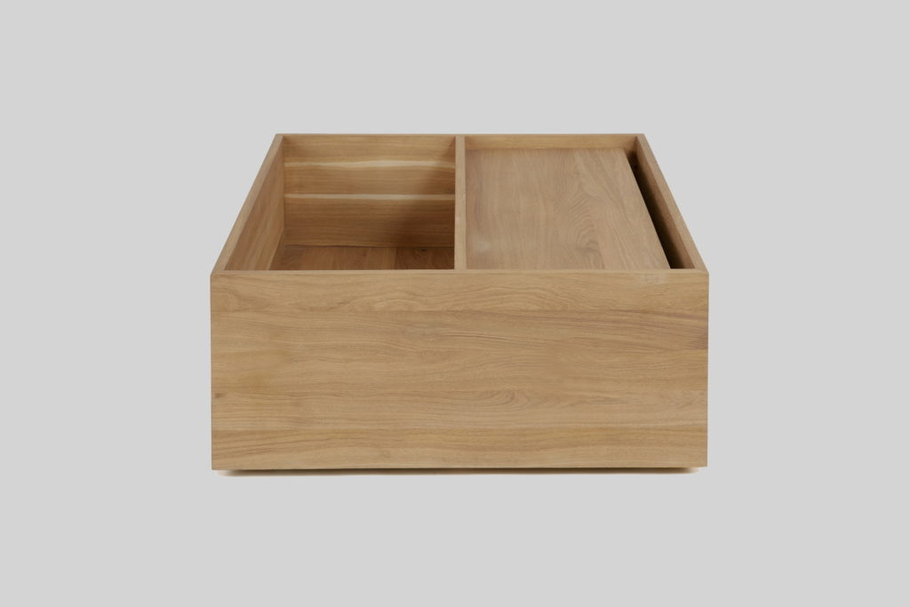 Nonjetable-Square-Solid-Oak-Table-01-Closed
