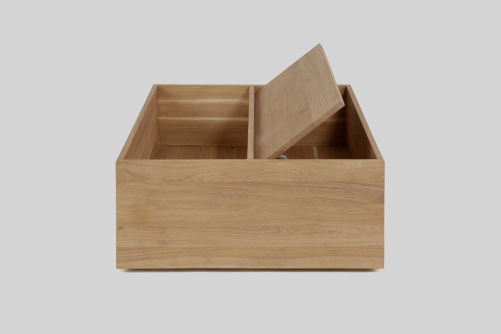Nonjetable-Square-Solid-Oak-Table-02-Opened