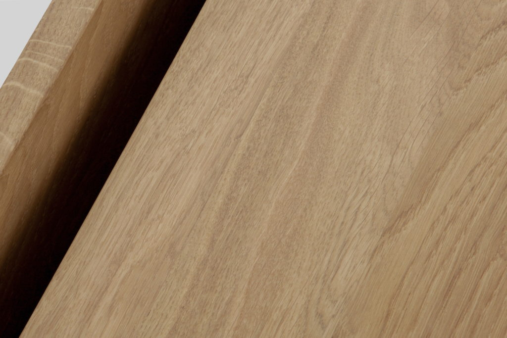 Nonjetable-Square-Solid-Oak-Table-Detail-04