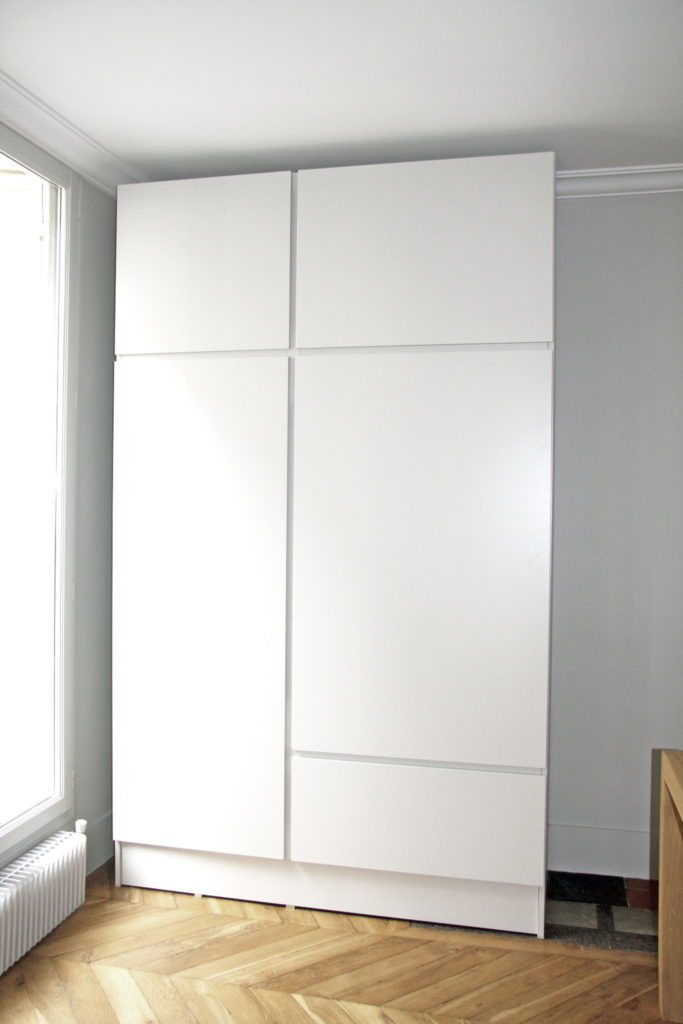Nonjetable-White-Wardrobe-for-Living-Room