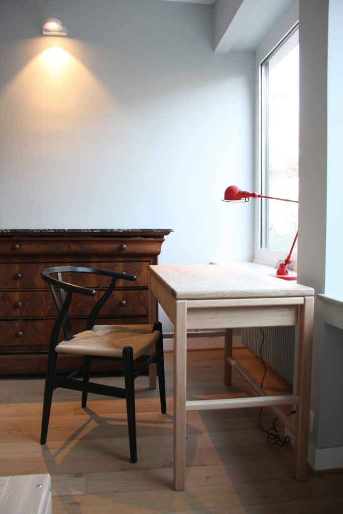Nonjetable-Solid-Ash-Made-To-Measure-Desk