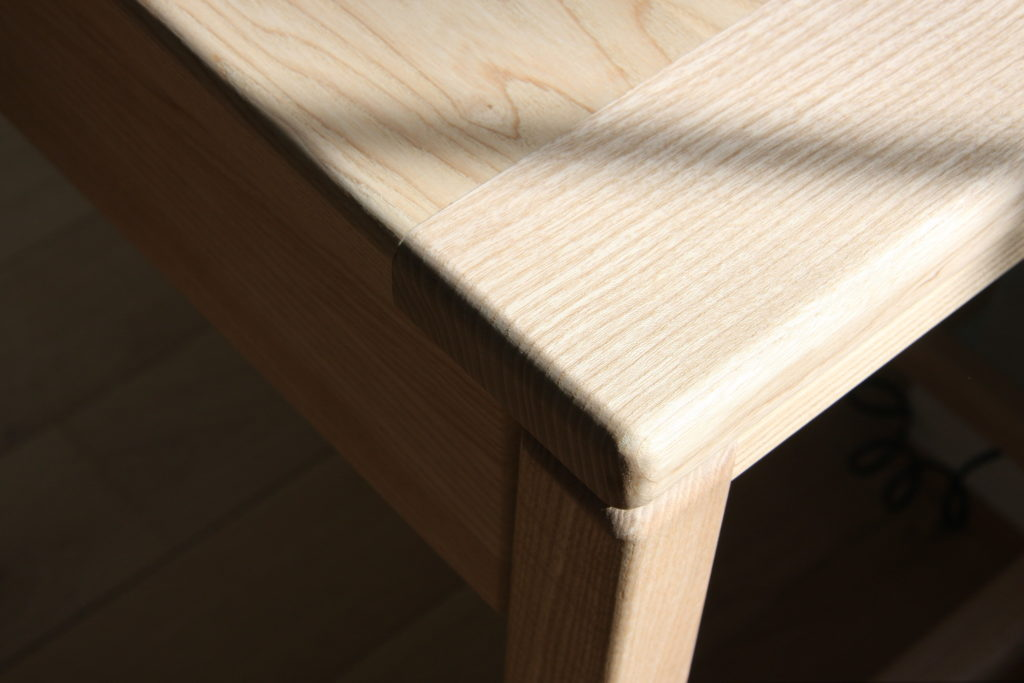 Nonjetable-Solid-Ash-Made-To-Measure-Desk-Detail-Leg